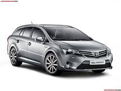 Toyota Avensis: berlina o station wagon