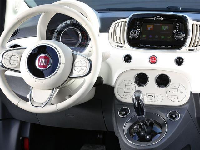 Fiat 500 si rinnova nel look e negli interni