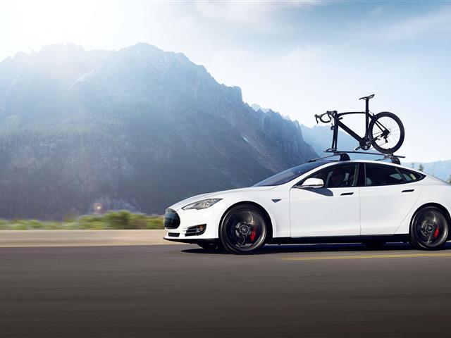 Tesla: sua l'auto elettrica da battere