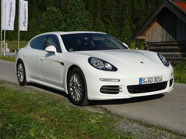 Porsche Panamera: lussuosa berlina 4 posti