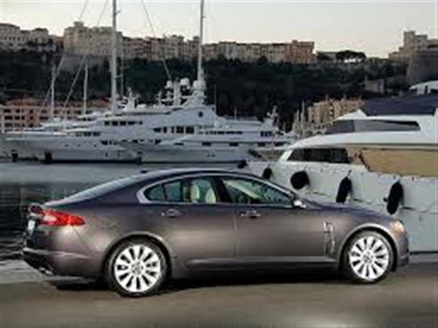 Jaguar XF: lussuosa parsimoniosa a 4 cilindri